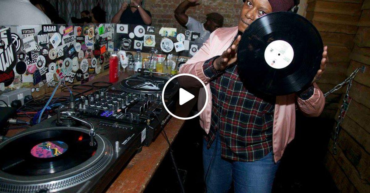 2 Decks And A Mixer: Vinyl Vibes with Marcia DaVinylMC
