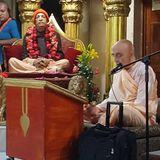 Su Santidad Hanumatpresaka Swami - Bhagavad-gita: tan digno de adoración como el Señor Krishna