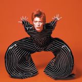 Σοβαρός Πιγκουίνος: Death of Duality - A Tribute to David Bowie