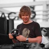 John Digweed – Transitions 711 (with Oliver Lieb) – 13-04-2018