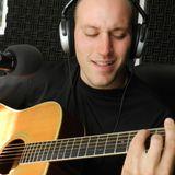 Marcelo Saret haciendo música temprano en la mañana
