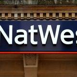 Tony Jones yn holi Rhun Ap Iorwerth am gau tri banc 'NATWEST' yng Nghaergybi, Amlwch a Porthaethwy.