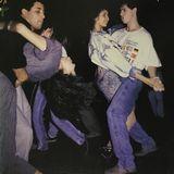 Menina baila hasta suelo