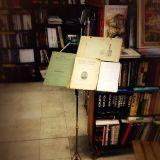 Knjiški Noćurak :: Pesme ispadaju iz knjiga!