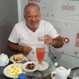 En el desayuno de Domingueras pasó Cacho Buenaventura.
