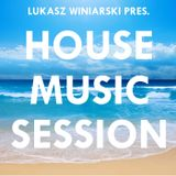 Lukasz Winiarski - House Music Session #009 (Live Mix)