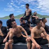 Hongkong1- Viet Mix Phía Sau Em