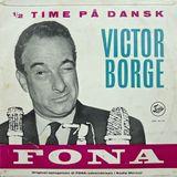 Victor Borge underholder i Old Fellow Logen og det optages af Radio Mercur, 26. august 1958