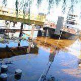 Derrame de combustible en una guardería náutica. Reportaje a A. González jefe del operativo