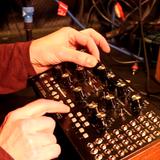 DYN & MIDI PRÉSENTÉ PAR ANAXANDER s2 ep6 spéciale Moog Mother-32