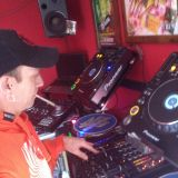 ME SWAINY ROOTS TRYING A NEW SET OF CD AND VINYL WITH SOME NEW REGGAE :) HOPE YOU INJOY DA VIBES FAM