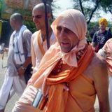 Su Santidad Hanumatpresaka Swami - Aceptando al Señor Supremo como el centro de nuestra existencia