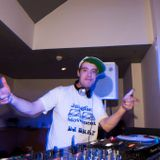 dj snap on euro beat radio drum and bass rince out