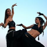 PEOPLE DANCING HOUSE MUSIC