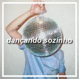 dançando sozinho