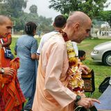 Su Santidad Hanumatpresaka Swami - Por encima de todo está la Suprema Personalidad de Dios