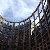 Ça ratifie sec au Parlement Européen : l'Ukraine indécise.