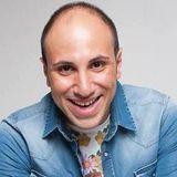 In diretta con Pierpaolo Carlino , il bravissimo comico- imitatore Vincenzo De Lucia