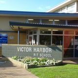 Our Bron chats with Justine Harris and students of Victor Harbor R7 School