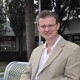 Entrevista Antena Radio con Andrew Paxman, periodista y académico
