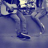 Cây đàn guitar, chiếc lá vàng và chàng trai mùa thu