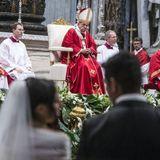 Ką reiškia popiežiaus Pranciškaus gestas - Santuokos sakrametas 20 porų?