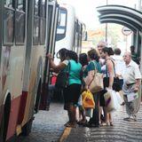 Superlotação dos ônibus do TCA gera onda de reclamações.