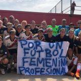 """""""La cancha se está empezando a inclinar"""" -- Nota con Ayelén Pujol (periodista-futbolista-feminista)"""