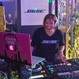 Live from the DJ Expo BOSE Booth in Atlantic City with some Deep House Shani Barnett