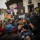Nechte Kliniku dýchat - live reportáž z pochodu za autonomní sociální centrum Klinika
