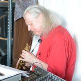 Barry Edgar Pilcher jams with Hybryds