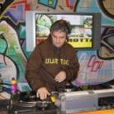 Woo Yeah !............... funky hip house mix by dj slimboyscott