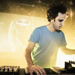 Resident Advisor pres. Ibiza 20 - 01 - Four Tet (Text Records, Domino) @ R1 Dance Radio (27.07.2015)