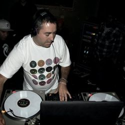 A Sides & MC Kemo Live At Metalheadz Vs Bassdrive WMC Miami March 2010