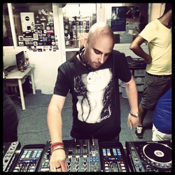 UNER / Live on Jacks House from the Ibiza Sonica studios / 19.07.2013 / Ibiza Sonica