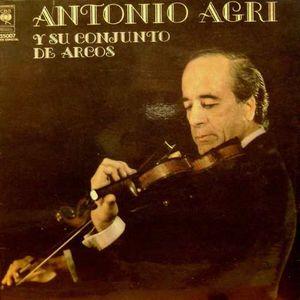 Antonio Agri y su conjunto de arcos.
