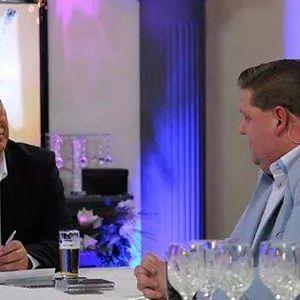 Hans Vrielink ontvangt Mark Elbers in zijn radio programma Vrielinks Vrolijke Vrijdag