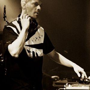 DJ MK - SAT NIGHT KISS FM -AUG 2004 - VINYL MIX