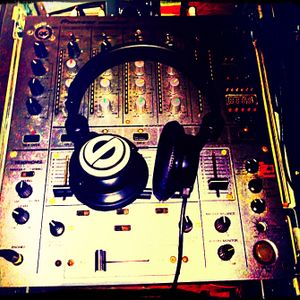 DJ Golden Boy - Magnets In My Pockets (60+ min Hip Hop mix) 2/10/10