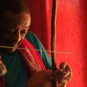 Solos Inusuales: berimbau, tuba, cuica, conchas Marinas, violín Amazónico, flautas prehispánicas...