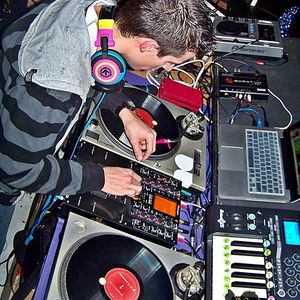 Dj Trixx Semi Final Mix @ 3rd Annual Dirty Tones Dj Comp April 23rd 2011