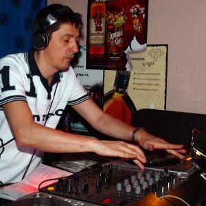 2010.06.dj.oli.uw.hu-Holiday.in.Afrika.(Oliginal.Mix)