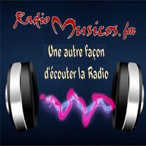 Benjoof dans le studio Radio Musicos