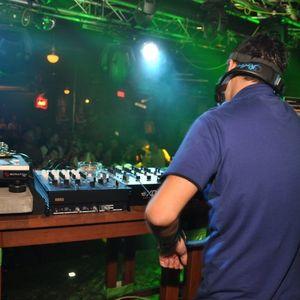 DJ NO-ON MORTAL COMBAT 1.10.2011 - Raní ptáče dál doskáče .)
