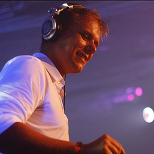 armin_van_buuren_-_live_at_glow_(washington_dc)-sat-05-26-2011-talion.