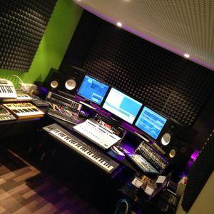 Tech House Mix by Toni Roe