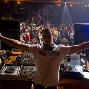 Feel The Music In Your Heart - Live Mix By Dj Rollar(2010.10.09)