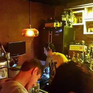 House warmer 004: Live @ Lilit Bar (first hour)