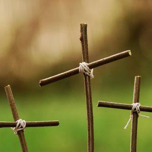 """""""La Crucifixión y la Resurrección"""" (2)"""