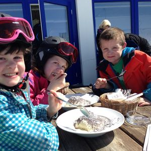 Spoetnik op gemudliche skireis in Oostenrijk
